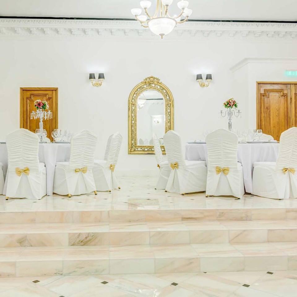 Profile decorative din polistiren CoArtCo pentru amenajare sala de nunti si evenimente