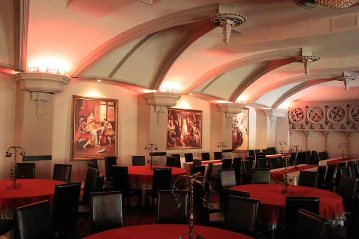 Restaurant stil Gotic cu Profile din Polistiren