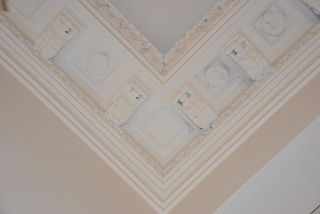 Cornisa decorativa din polistiren pentru sali de evenimente si nunti