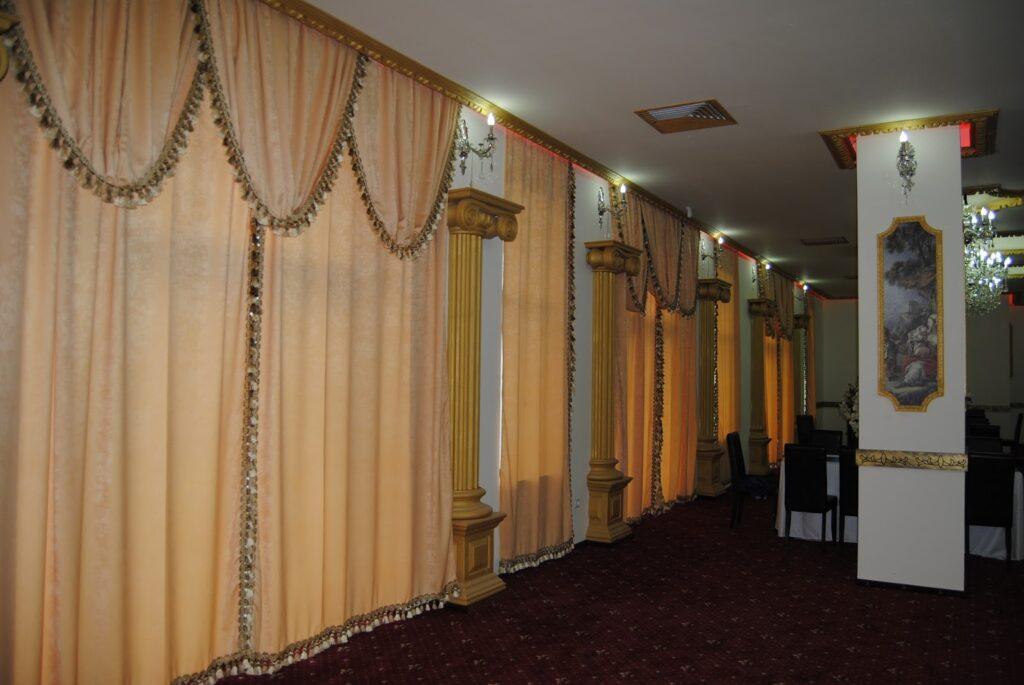 Amenajare salon de evenimente cu profile decorative din polistiren CoArtCo