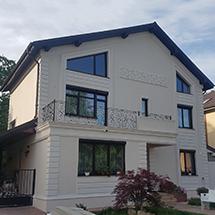 Fatada casa cu panouri decorative din polistiren