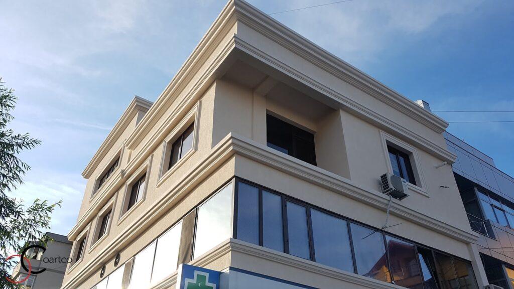 Amenajare fatada cladire comerciala cu profile decorative din polistiren CoArtCo
