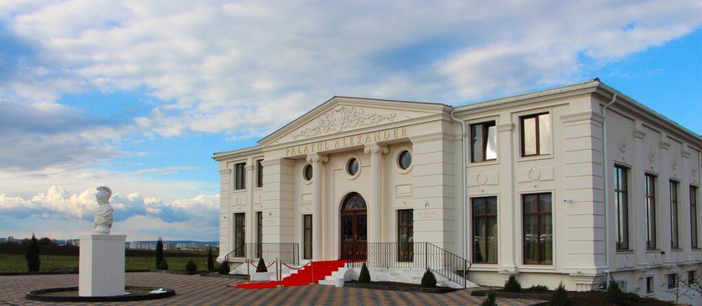 Salon de evenimente cu terasa metalica si profile decorative din polistiren CoArtCo