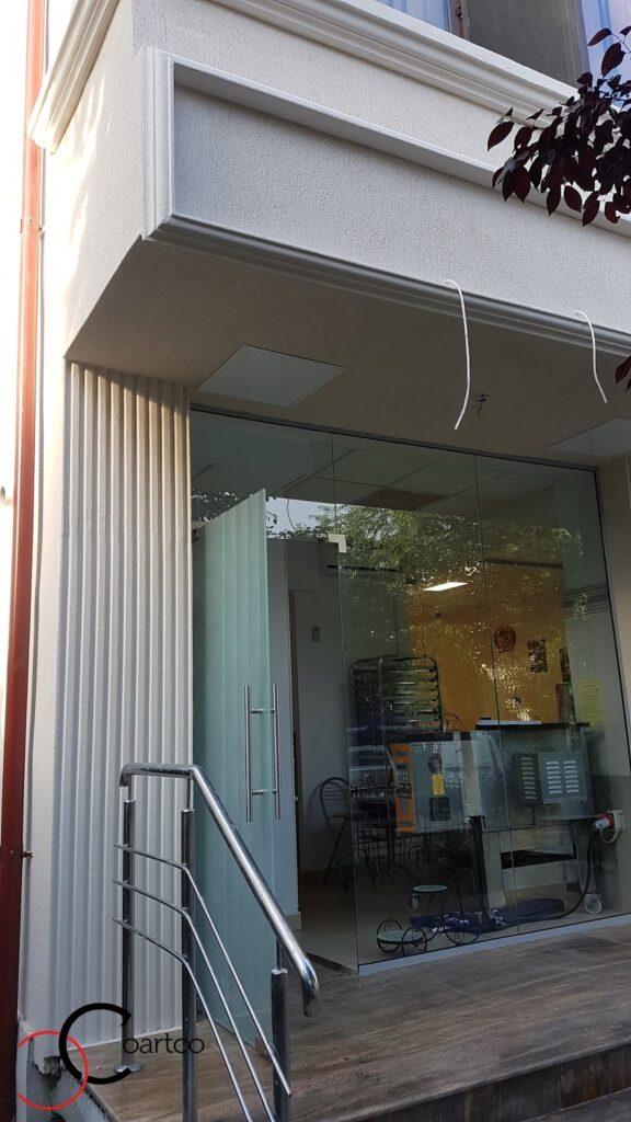 Coloana decorativa din polistiren CoArtCo pentru fatada cladire comerciala