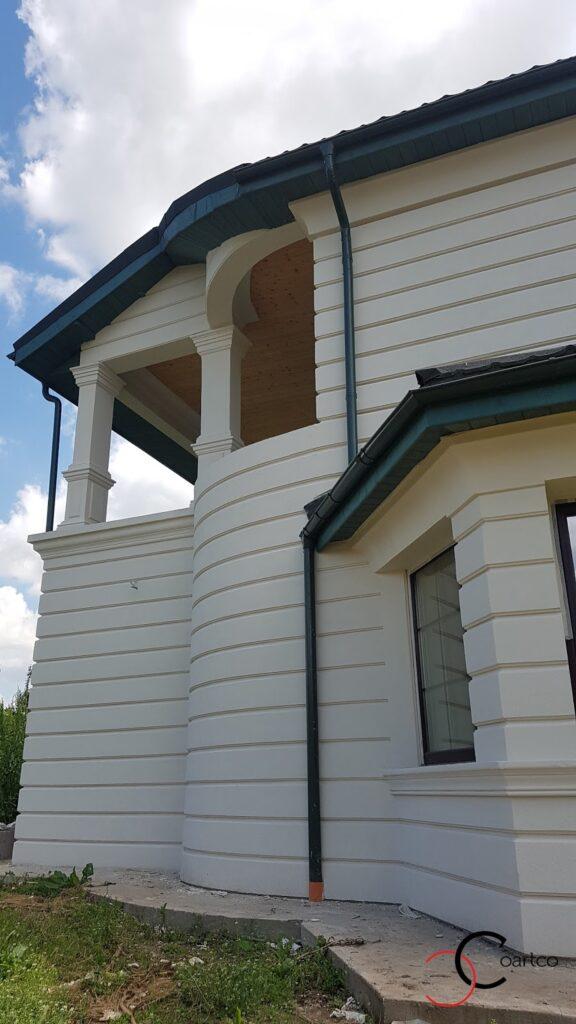 Fatada casa cu panouri decorative curbate din polistiren CoArtCo
