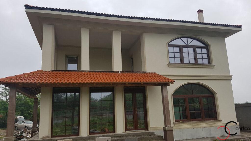 Fatada casa cu profile decorative din polistiren CoArtco si coloane