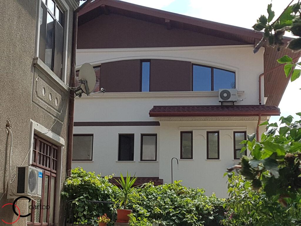 Profile decorative personalizate din polistiren CoArtCo pe fatada casa
