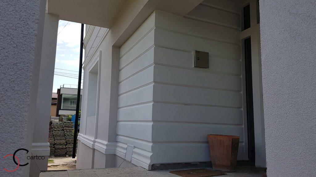 Panou decorativ din polistiren CoArtCo pentru intrare exterioara