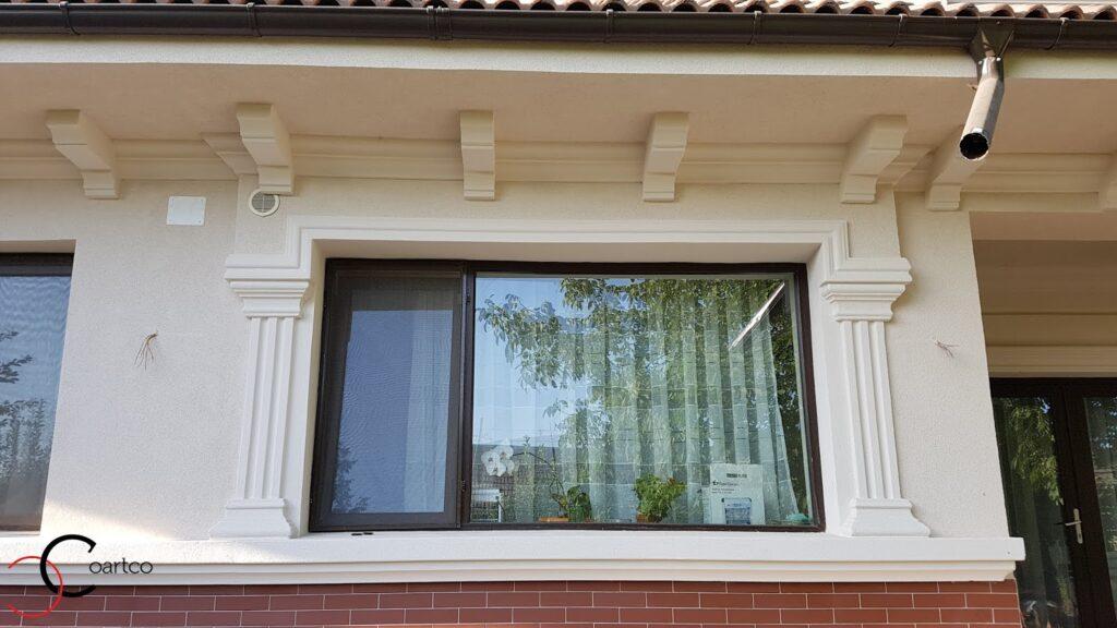 Ancadrament fereastra din polistiren CoArtCo cu cornisa si console