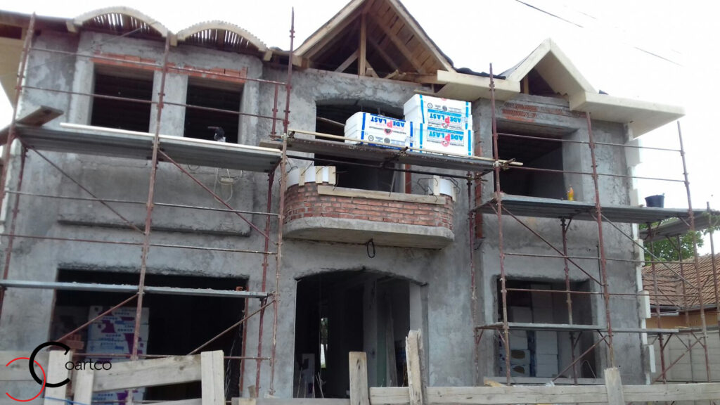 Echipa manopera fatada casa cu profile decorative CoArtCo