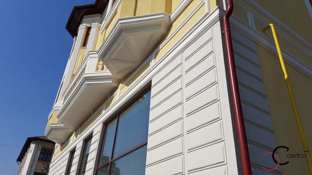 Bosaj si intrados balcon fatada cladire comerciala