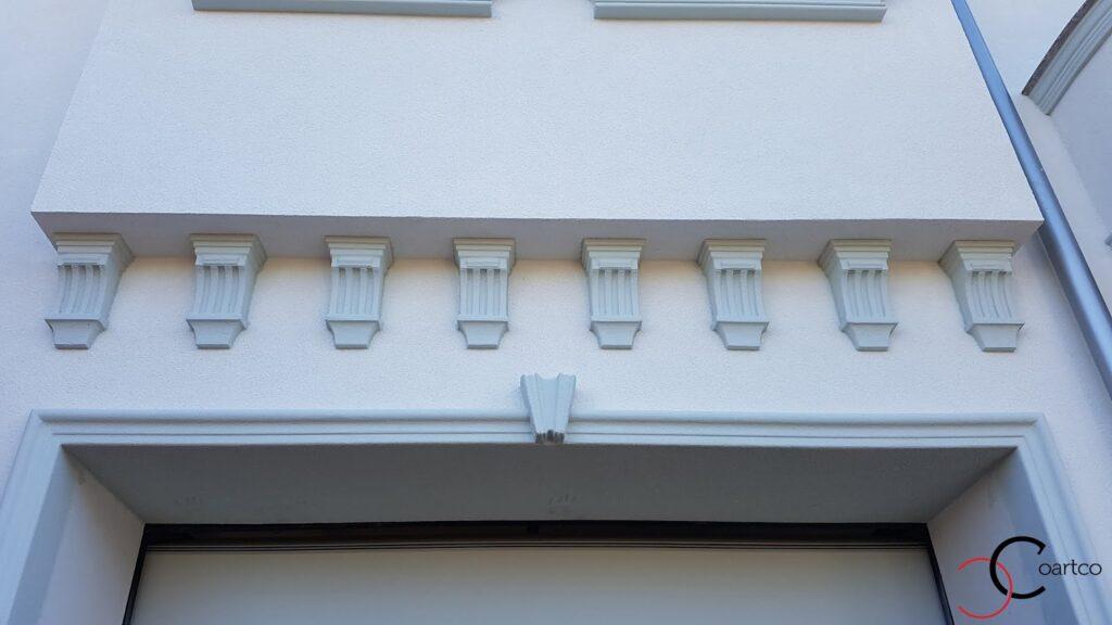 Console personalizate din polistiren CoArtCo pentru fatada casa