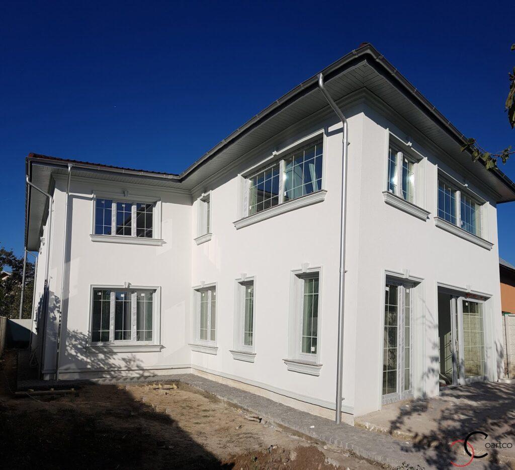 Ancadramente ferestre decorative din polistiren cu cornisa CoArtCo