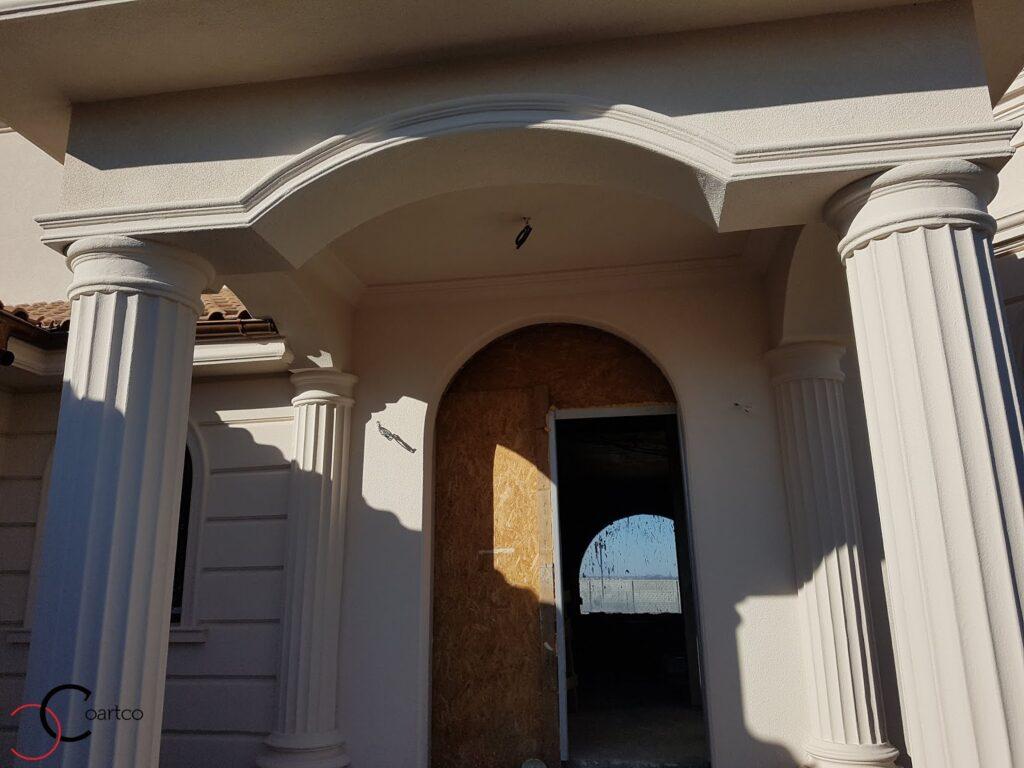 Intrare cu arcada si coloane decorative din polistiren CoArtCo