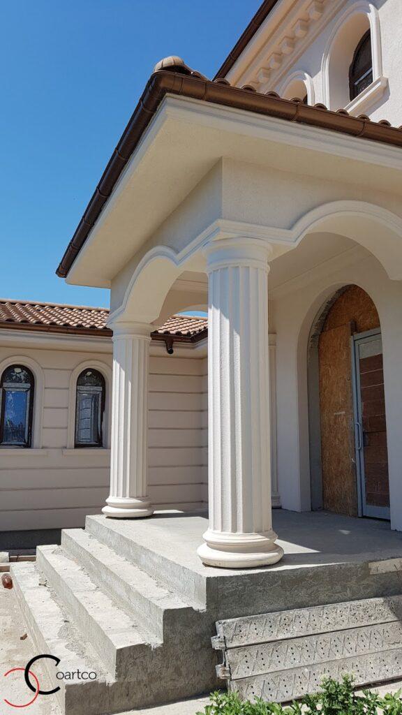Intrare casa cu coloane si arcade din polistiren CoArtCo