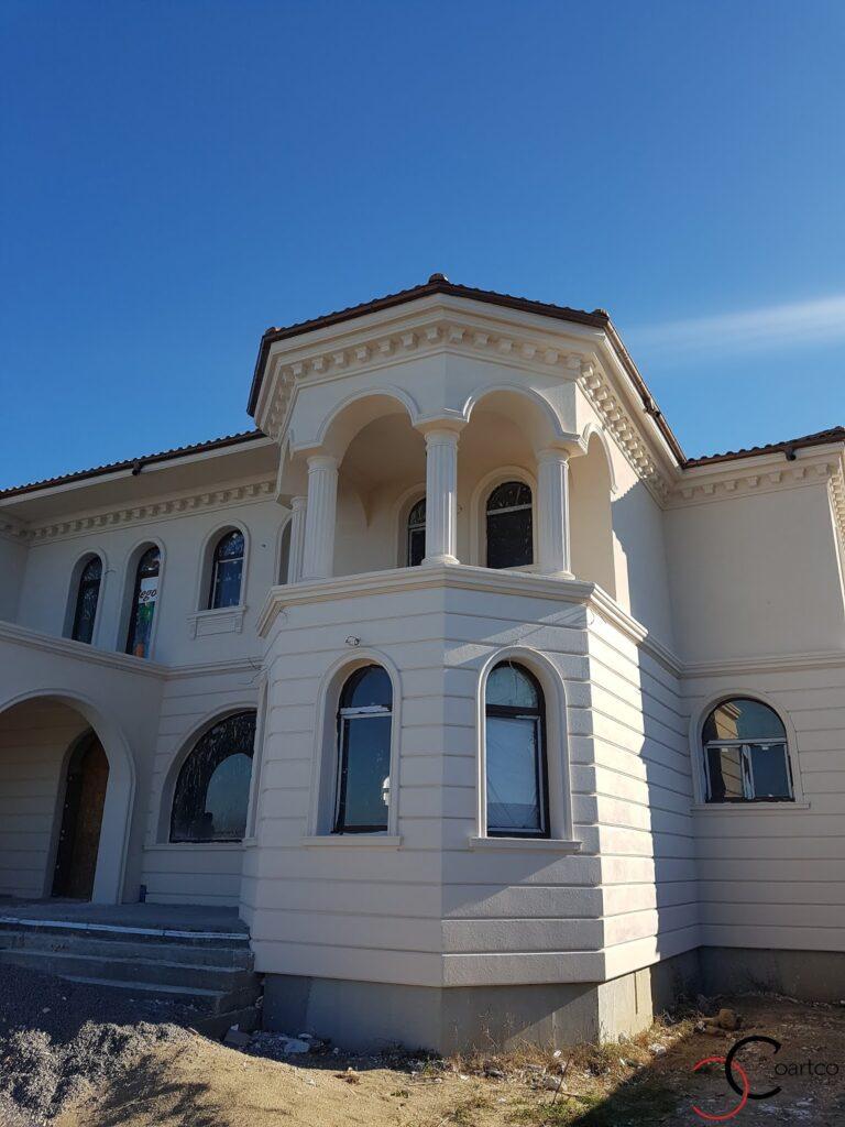 Bovindou fatada casa cu profile decorative CoArtCo