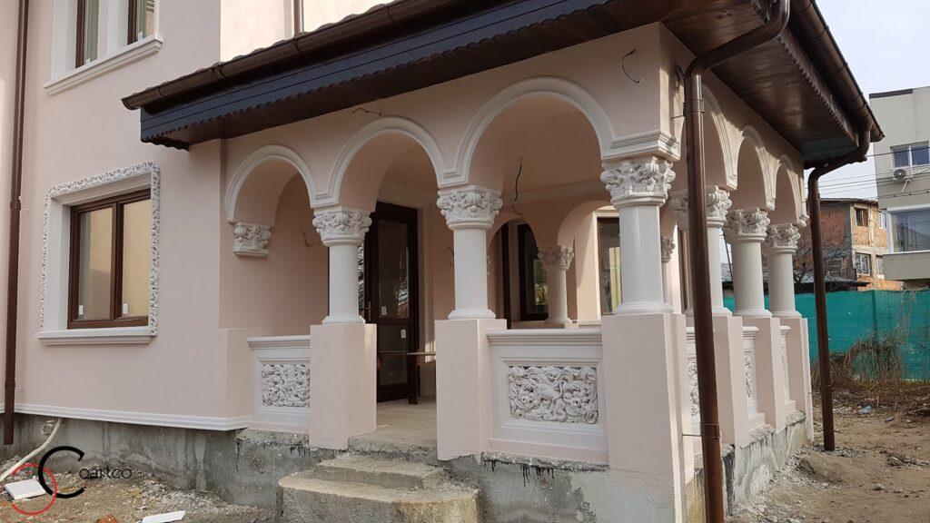Coloane cu arcade si panouri decorative intrare casa din polistiren CoArtCo