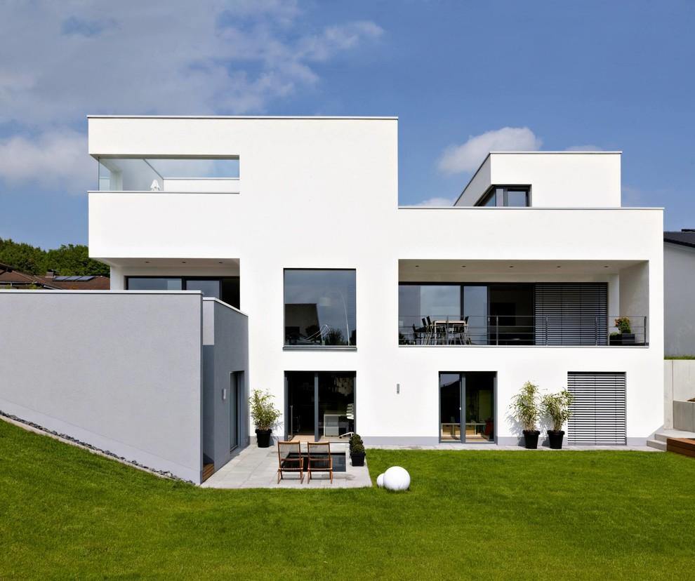 Fatada casa moderna culoare alba