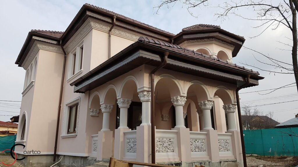 Fatada casa cu coloane si arcade decorative din polistiren CoArtCo