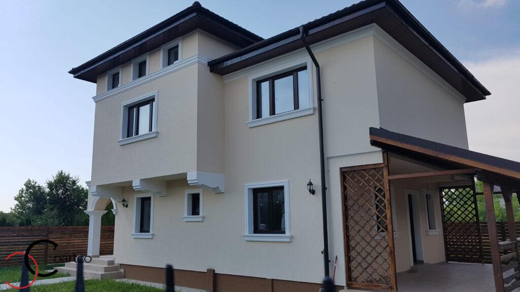 Profile decorative personalizate CoArtCo pe fatada casei