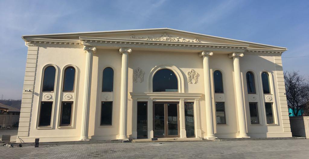 Salon Alexander onesti cu coloane loc pentru nunti, evenimente