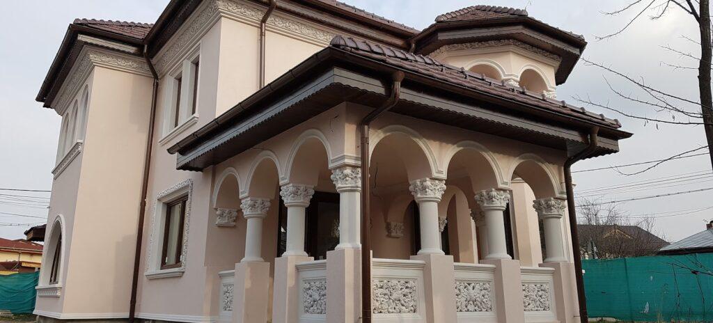 Terasa casa Bucurestii Noi in stil neoromanesc
