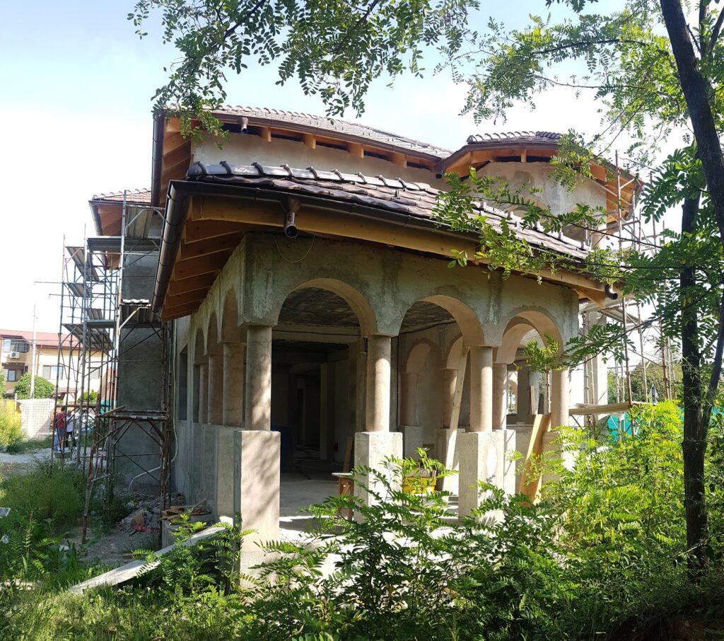 Manopera montaj profile din polistiren CoArtCo pe terasa stil neoromanesc