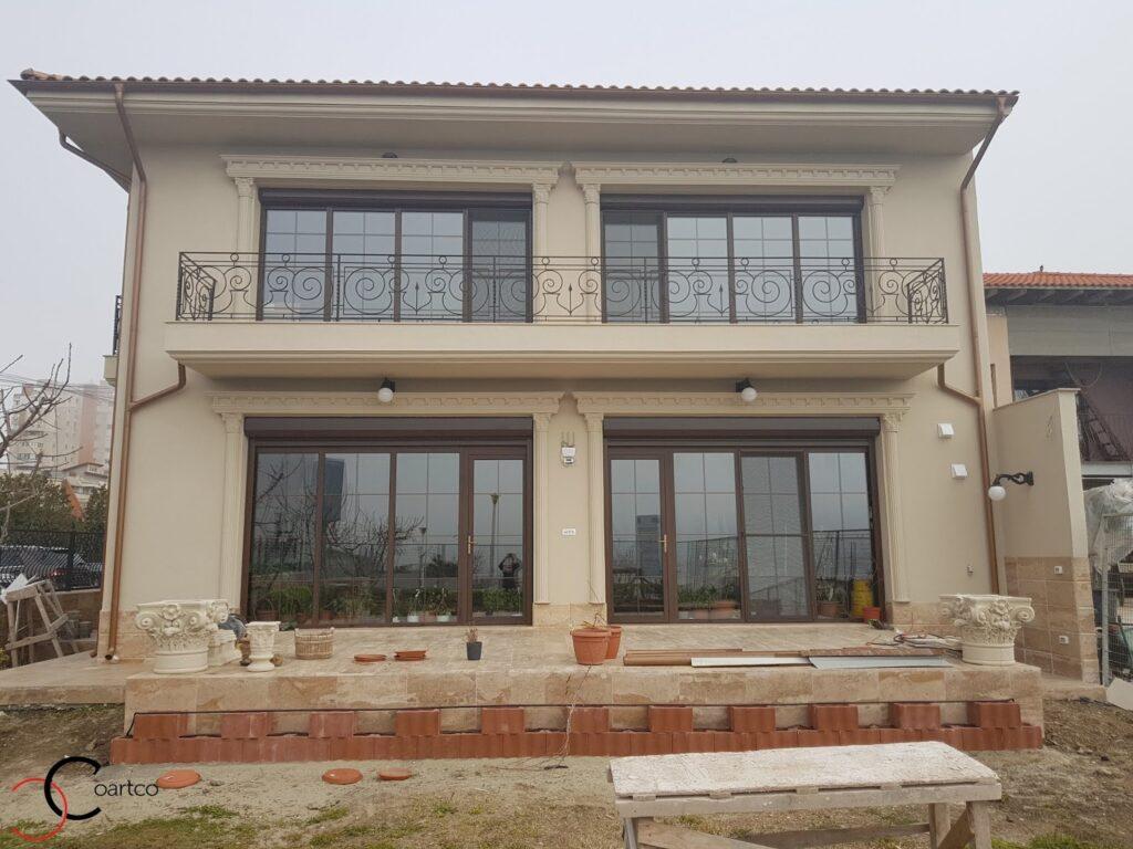 Ancadramente decorative din polistiren CoArtco personalizate pentru fatada casei