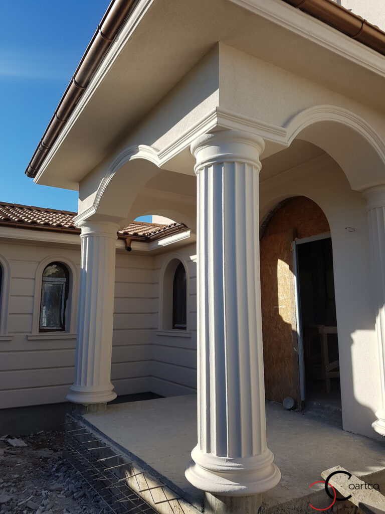 Coloane decorative CoArtCo pentru intrare fatada casa in stil mediteranean
