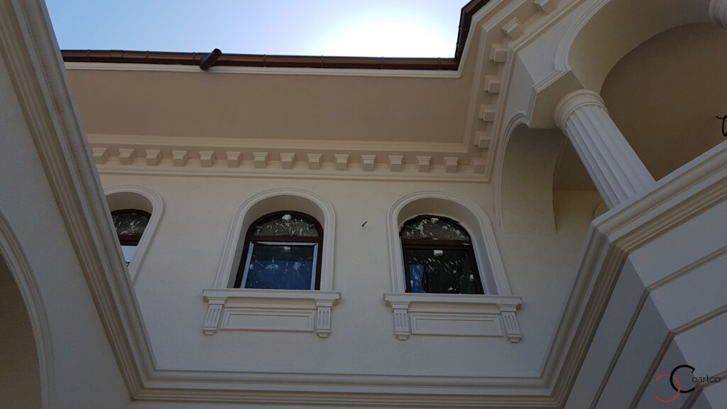 Cornisa decorativa din polistiren CoArtCo de dimensiuni mari