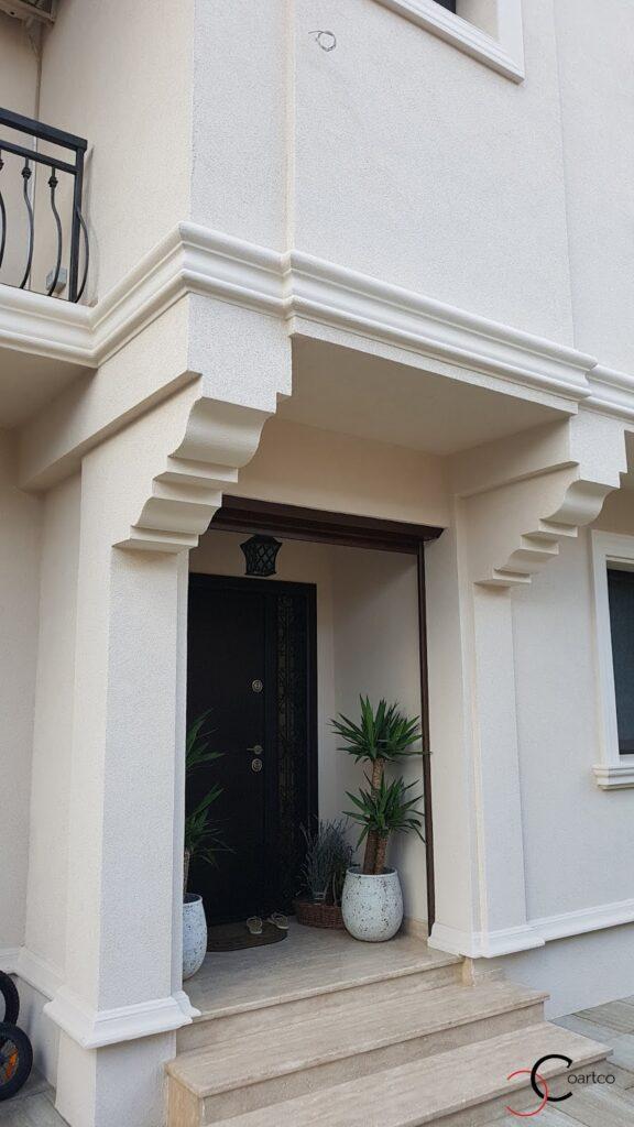 Intrare casa cu console decorative din polistiren CoArtCo