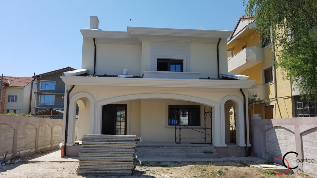 Fatada casa cu profile decorative personalizate in stil mediteranean CoArtCo
