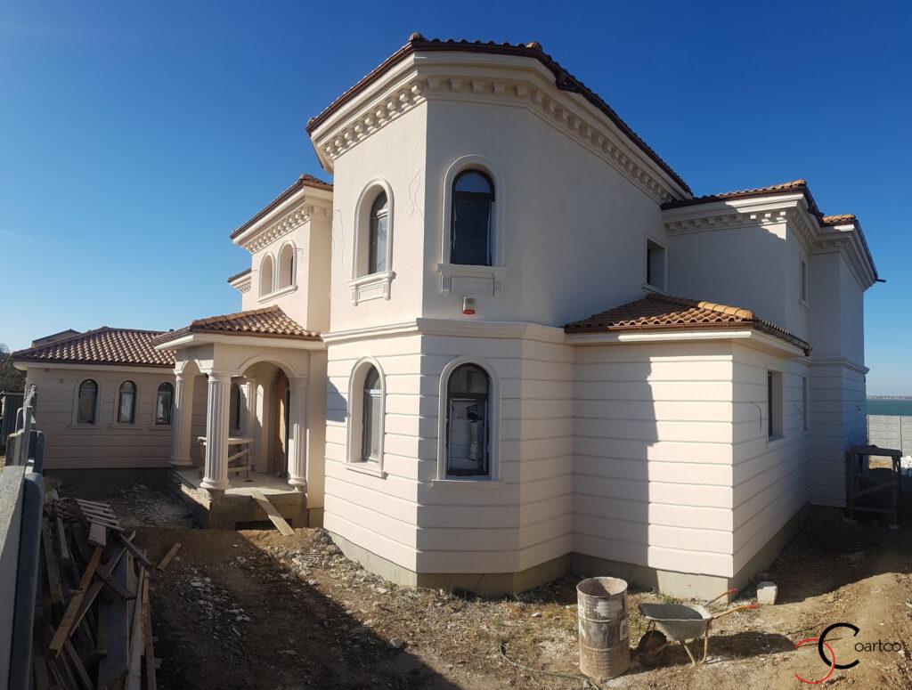 Amenajare fatade casa in stil mediteranean cu profile decorative din polistiren CoArtCo