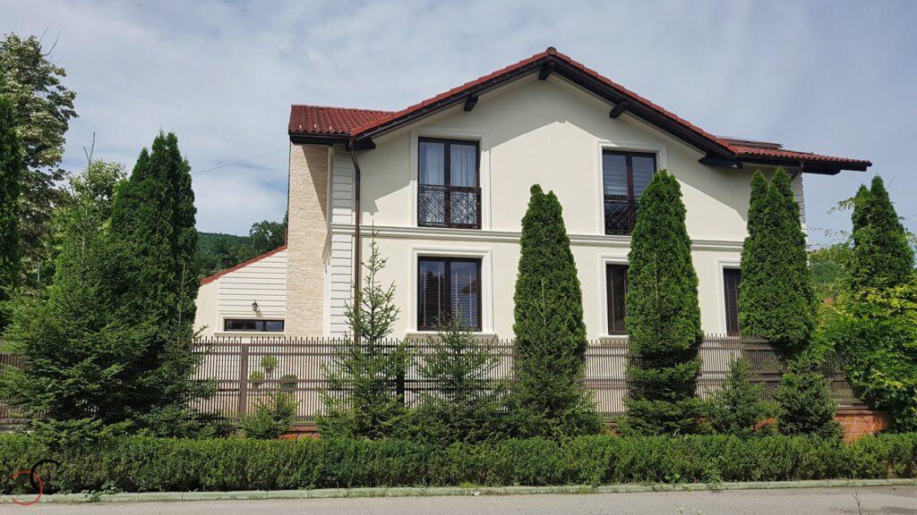 Profile decorative personalizate din polistiren CoArtCo pentru fatada casei