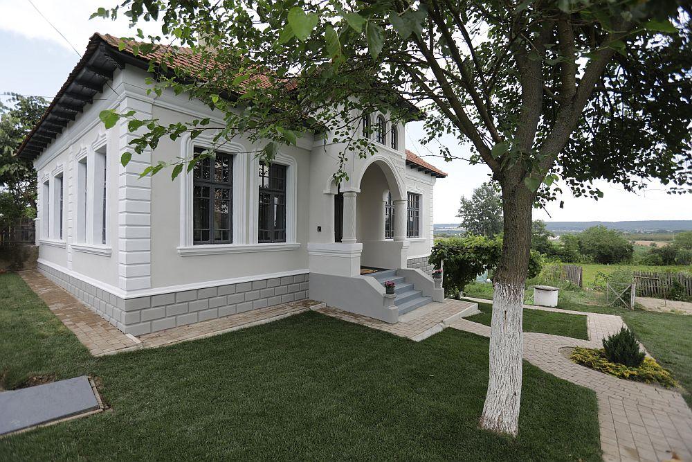 Casa proiect social Micesti Arges renovat de echipa Visuri la Cheie cu profile decorative CoArtCo