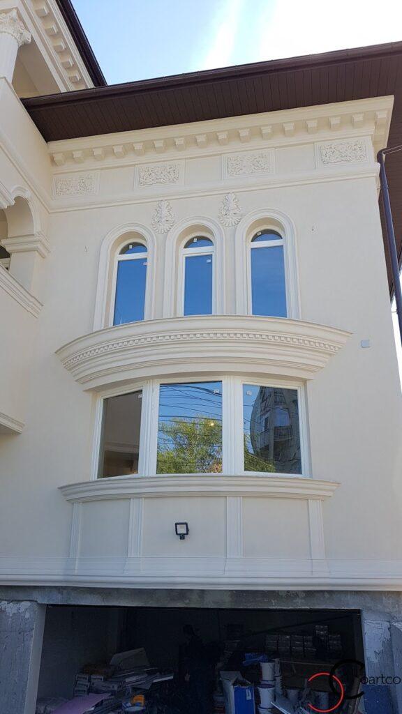 Ancadramente ferestre cu arcade si cornisa curbata din polistiren CoArtCo