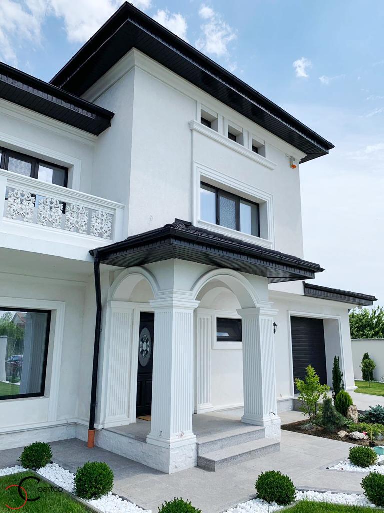 Intrare casa cu profile decorative personalizate CoArtCo