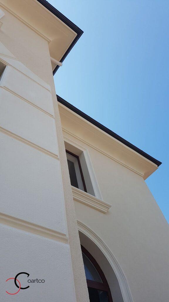 Cornisa arcade solbanc fatada casa culoare