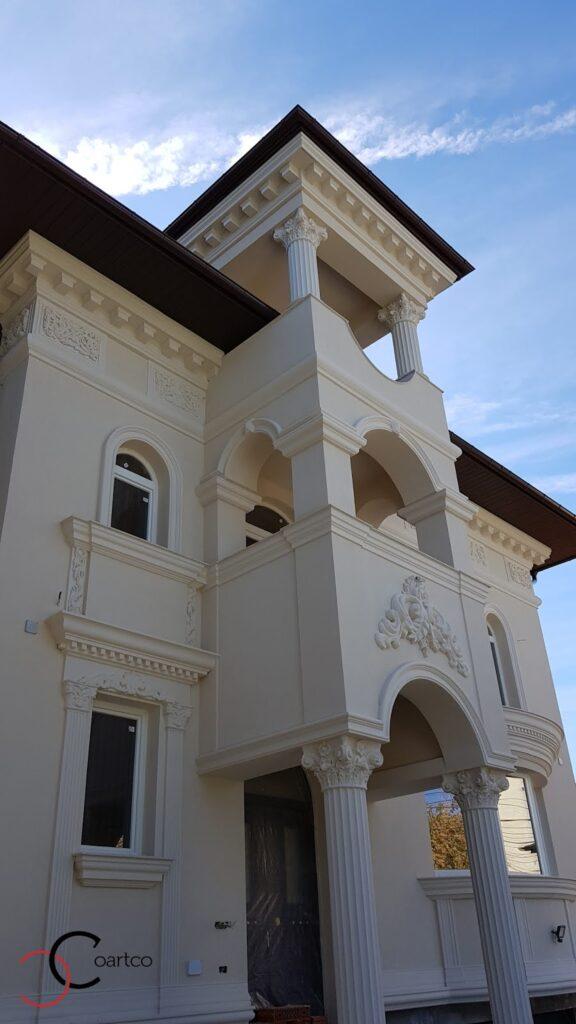 Detalii coloane romane stucaturi cornise brau fatade case