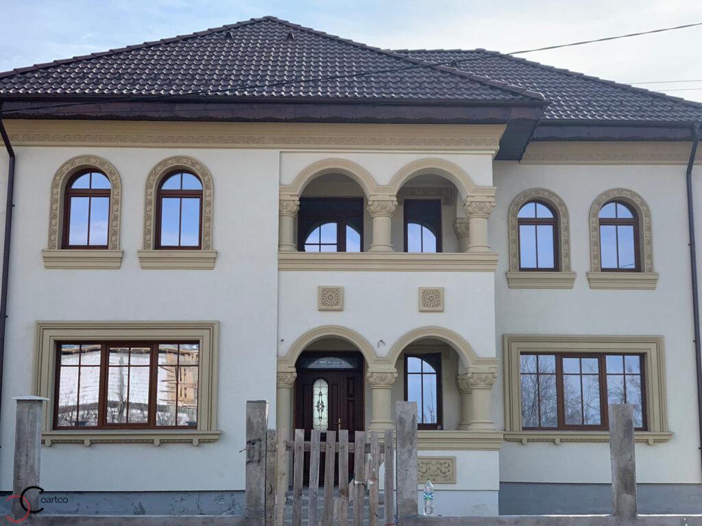 Fatada casa stil neoromanesc cu profile decorative CoArtCo