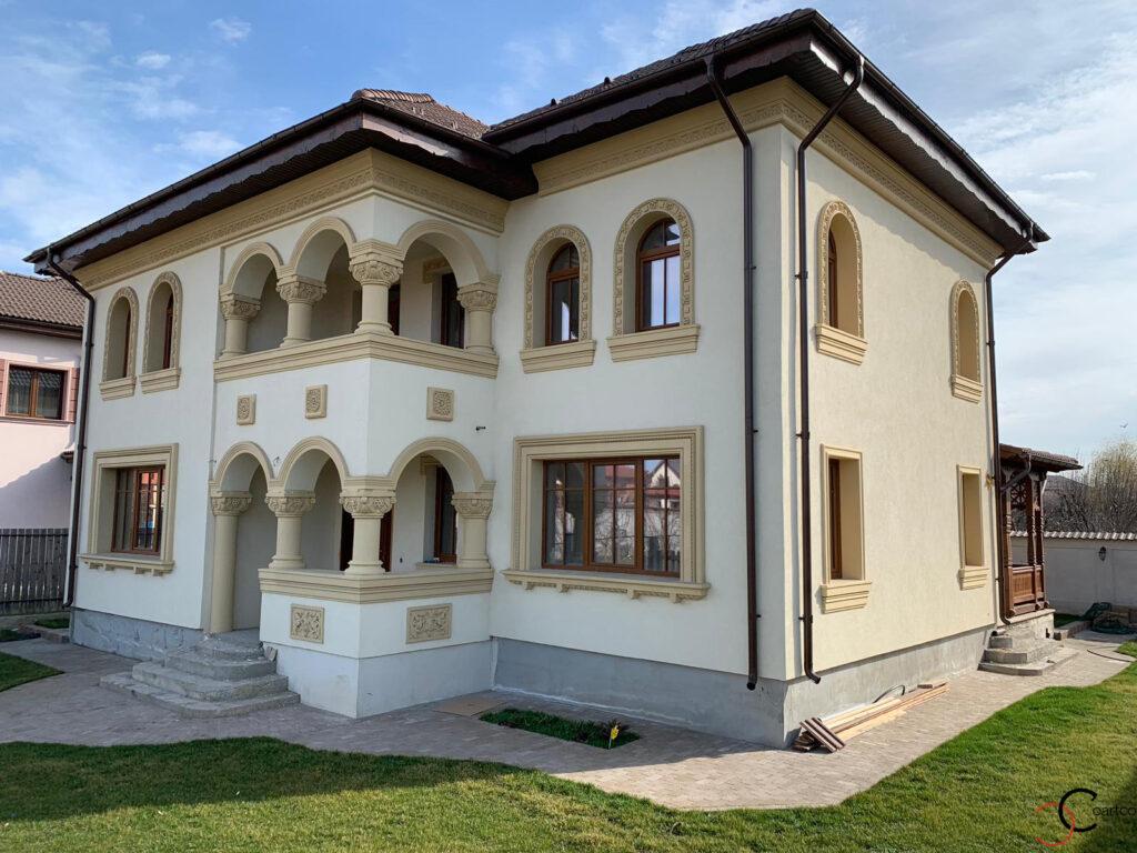 Fatada casa in stil neoromanesc cu profile decorative CoArtCo