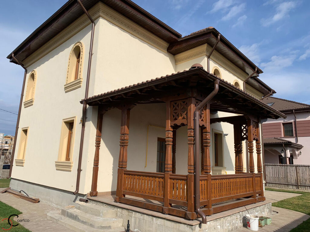 Profile personalizate CoArtCo pentru fatada casa in stil neoromanesc