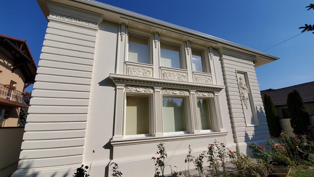 Fatada casa cu profile decorative