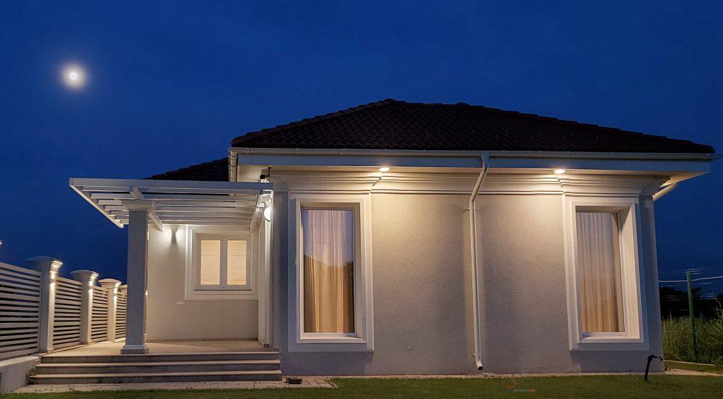 iluminat ftada casa cu profile decorative