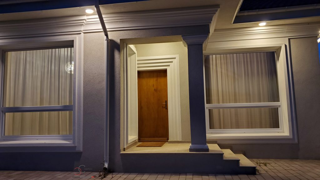 design fatada casa cu iluminat