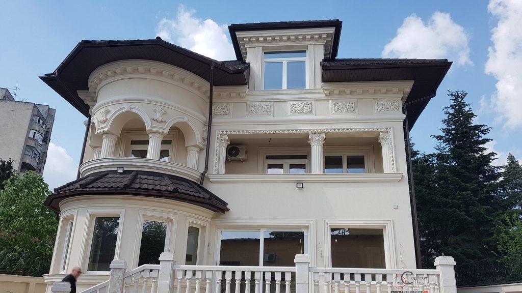 case cu elemente arhitecturale din polistiren