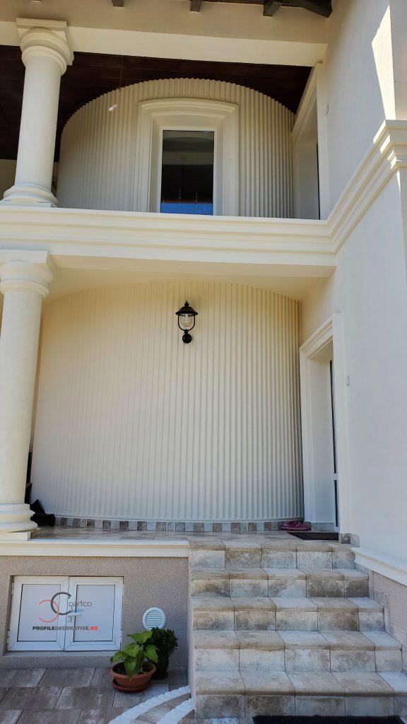 decorl casei scarii cu perete curbat