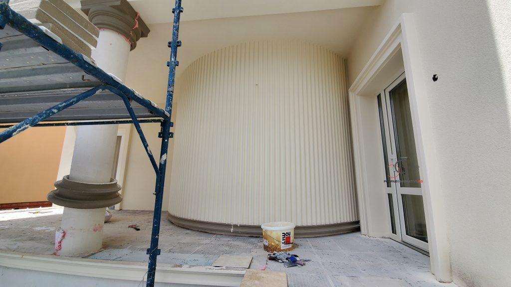 peretii pe rotunzi finisati cu profile decorative din polistiren pentru exterior