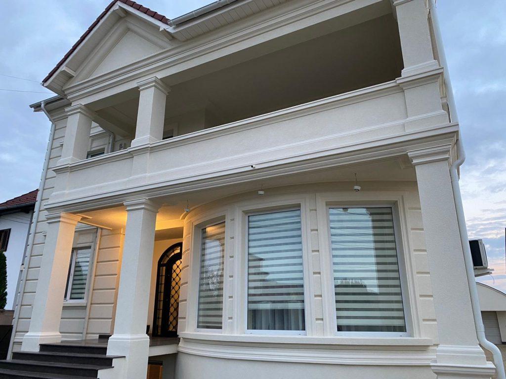 design fatada casa pret cu profile decorative din polistiren