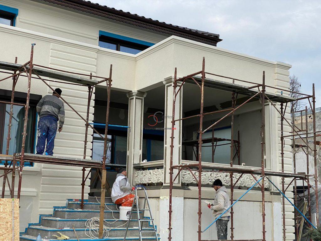 fatada casa cu cornisa decorative din polistiren